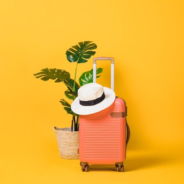 Zapakowana Walizka Gotowa Do Podróży Premium Zdjęcia