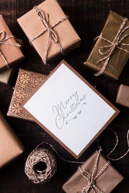 Zapakowane prezenty z makiety kartki świąteczne Darmowe Zdjęcia