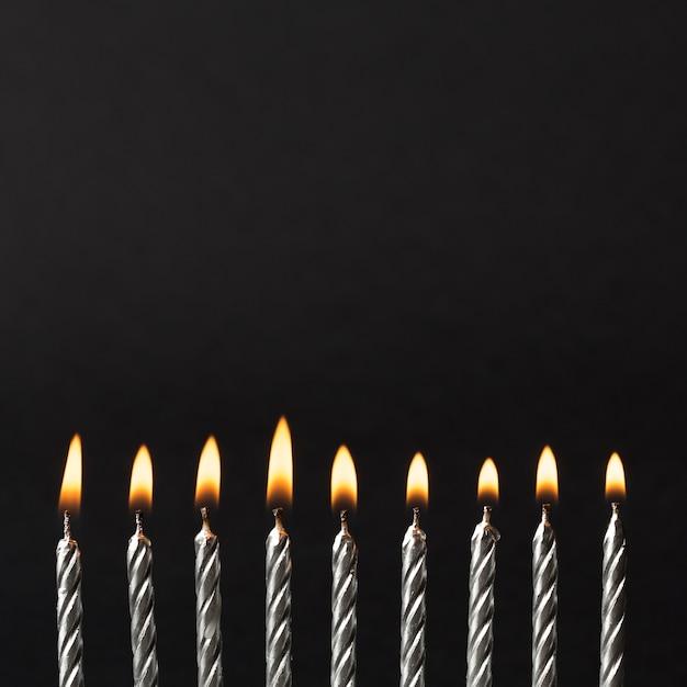 Zapalone świeczki Na Przyjęcie Urodzinowe Premium Zdjęcia