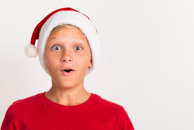 Zaskoczony chłopak z bliska Darmowe Zdjęcia