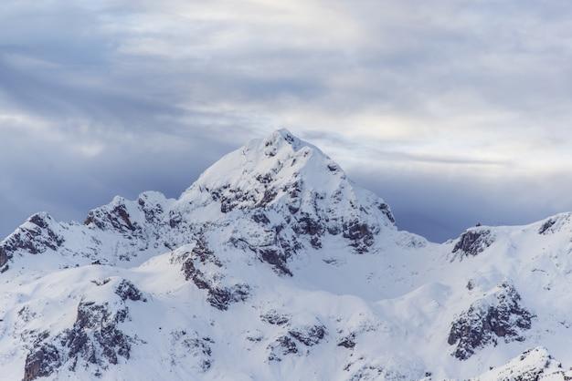 Zaśnieżony Szczyt Górski Darmowe Zdjęcia