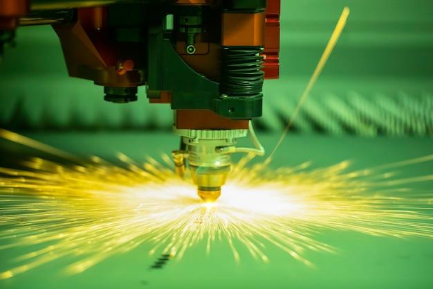 Zautomatyzowana Zaprogramowana Maszyna Do Obróbki Metali Premium Zdjęcia