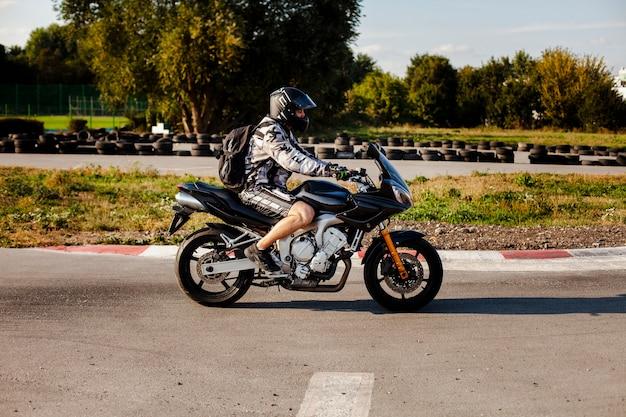 Zawodnik Bez Szans Samiec Na Motocyklu Darmowe Zdjęcia
