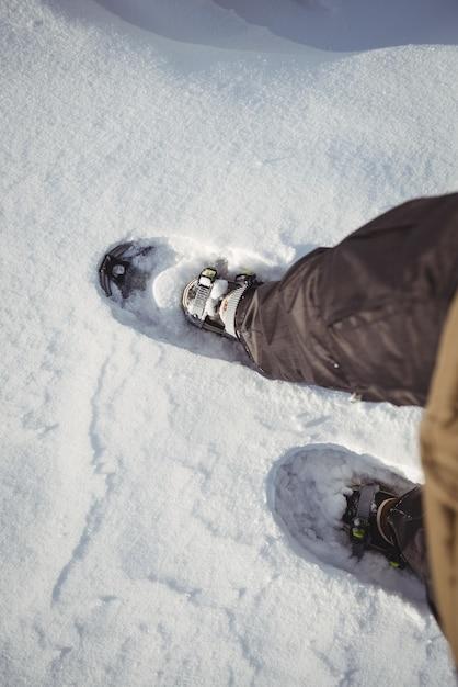 Zbliżenie Buta Narciarza Na śnieżny Krajobraz Darmowe Zdjęcia