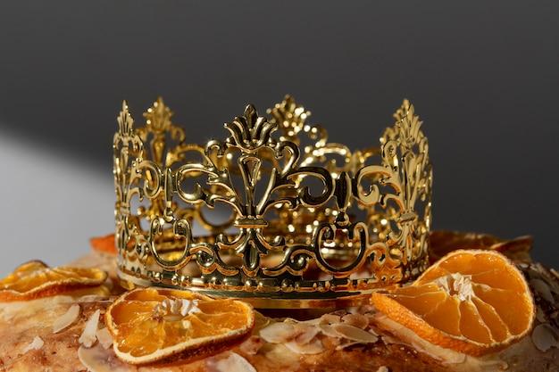 Zbliżenie Deser święto Trzech Króli Z Koroną Premium Zdjęcia