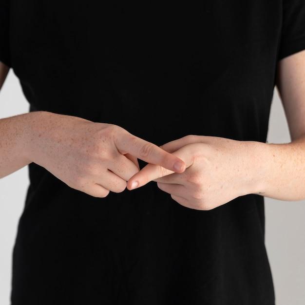 Zbliżenie Kobieta Uczy Języka Migowego Darmowe Zdjęcia