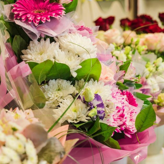 Zbliżenie kolorowy bukiet kwiatów Darmowe Zdjęcia
