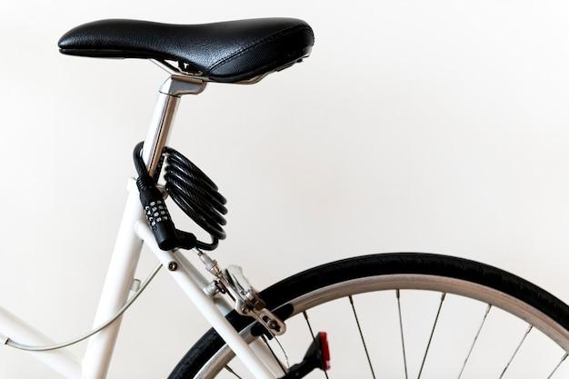 Zbliżenie odizolowywający na białym tle rower górski Darmowe Zdjęcia