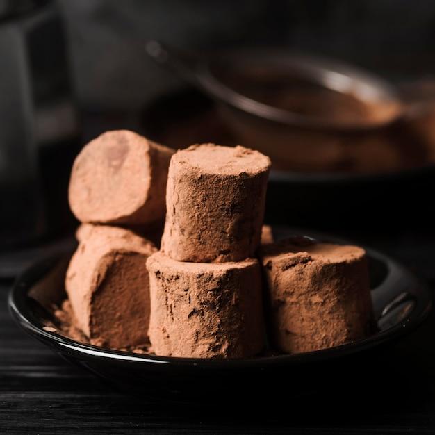 Zbliżenie Pianki Pokryte Kakao W Proszku Darmowe Zdjęcia