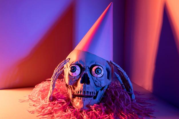Zbliżenie Przerażający Szkielet Halloween Z Konfetti Darmowe Zdjęcia