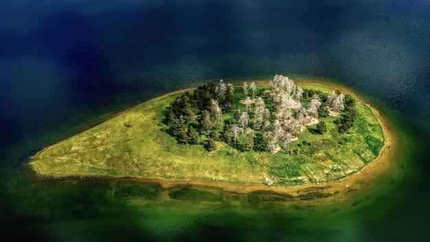 Zdjęcia Lotnicze Z Wyspy Otoczonej Wodą Darmowe Zdjęcia