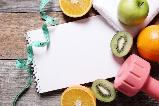 Zdrowa Kompozycja Z Owocami I Notatnikiem Darmowe Zdjęcia