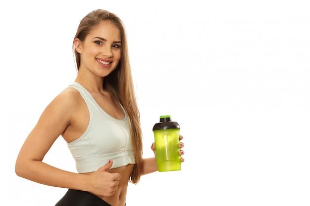 Zdrowa piękna sprawności fizycznej kobieta przygotowywająca trening Premium Zdjęcia