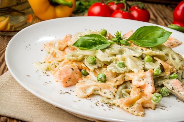 Zdrowe jedzenie piękne i smaczne jedzenie na talerzu Premium Zdjęcia