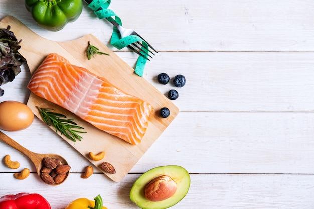 Zdrowego łasowania Jedzenia Niski Węglowodan, Ketogeniczny Diety Pojęcie Z Kopii Przestrzenią, Odgórny Widok Premium Zdjęcia