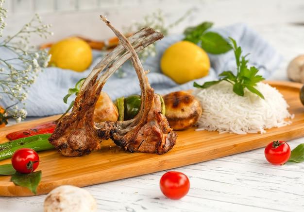 Żeberka kebab z ryżem i warzywami Darmowe Zdjęcia