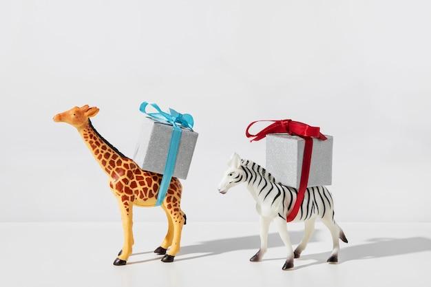 Zebra I żyrafa Niosące Prezenty Premium Zdjęcia