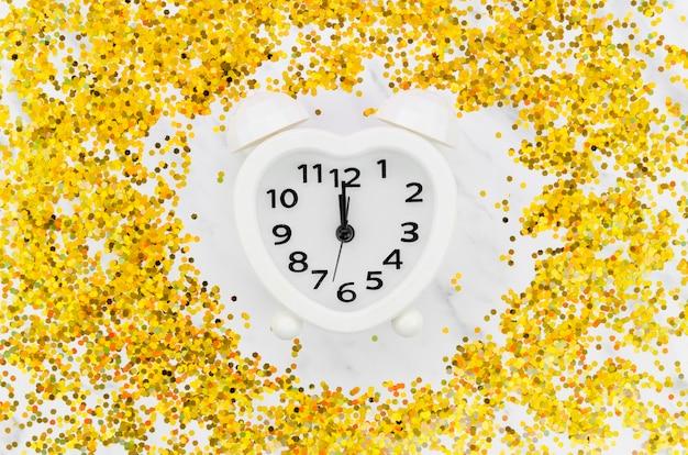 Zegar Otoczony Złotym Brokatem Darmowe Zdjęcia