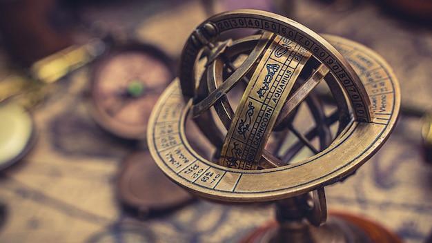 Zegar Słoneczny Ze Znakiem Zodiaku Premium Zdjęcia
