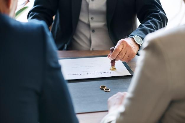 Zerwanie małżeństwa z certyfikatem rozwodu Darmowe Zdjęcia