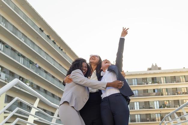 Zespół Kobiet Biznesu świętować Sukces Darmowe Zdjęcia