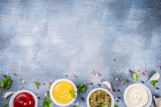 Zestaw Czterech Klasycznych Sosów - Keczup, Majonez, Musztarda, Pesto Premium Zdjęcia