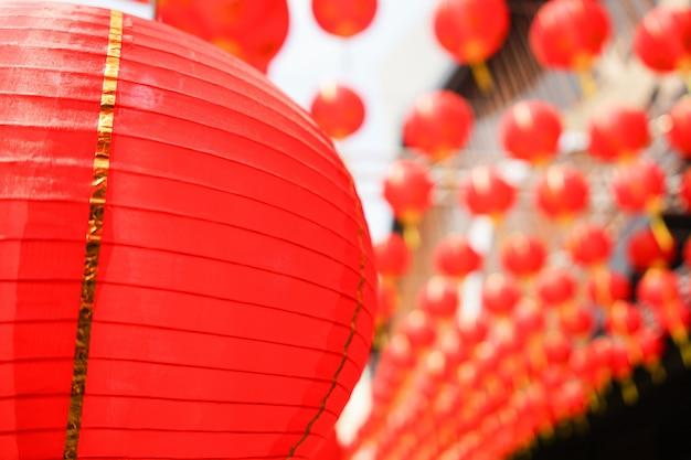 Zestaw Okrągłych Czerwonych Chińskich Lampionów. Wystrój Na Azjatycki Nowy Rok Premium Zdjęcia