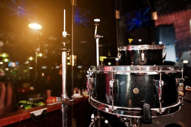 Zestaw Perkusyjny I Pałeczki Perkusyjne Premium Zdjęcia