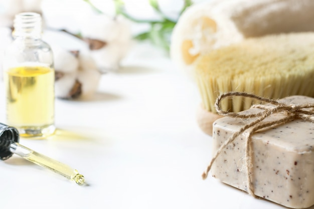 Zestaw Spa Do Usuwania Cellulitu I Odnowy Biologicznej. Zestaw Antycellulitowy. Premium Zdjęcia