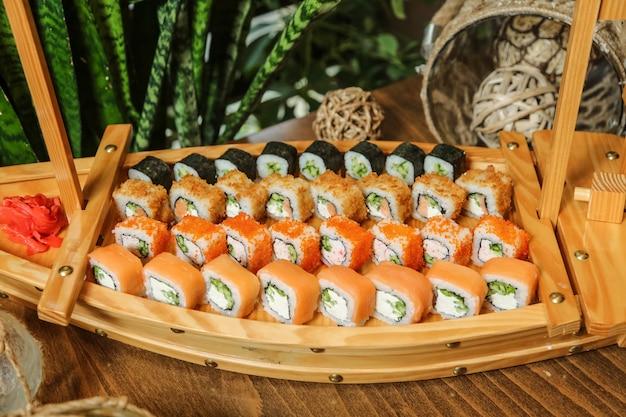 Zestaw Sushi Krab Philadelphia Maki Cappa Maki Imbir Wasabi Widok Z Boku Darmowe Zdjęcia