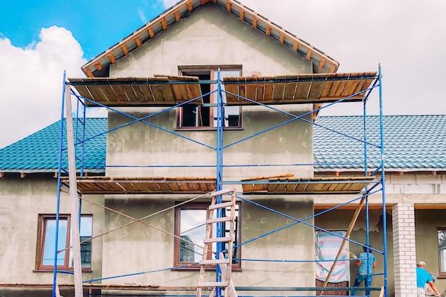 Zewnętrzny Remont Nowoczesnego Domu Premium Zdjęcia