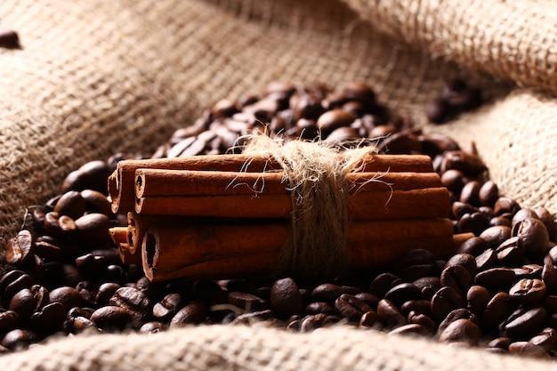 Ziarna Kawy I Laski Cynamonu Darmowe Zdjęcia