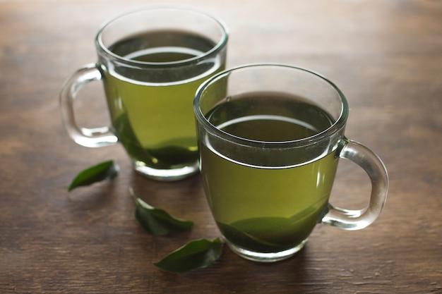 Zielonej Cytryny Ziołowe Herbaciane Filiżanki Na Drewnianym Biurku Darmowe Zdjęcia
