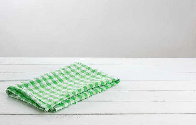 Zielony Składany Obrus Na Białym Stole Premium Zdjęcia