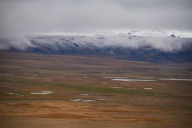 Zimno Pochmurna Pogoda Na Stepie Premium Zdjęcia