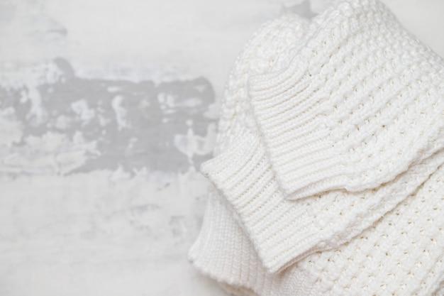 Zimowe Ubrania Na Ceramice Premium Zdjęcia