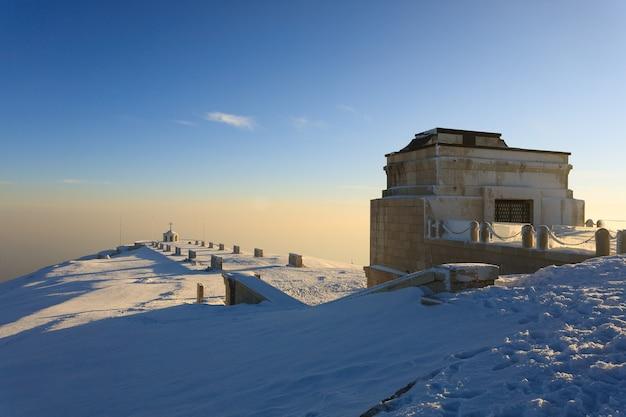 Zimowy Widok Z Pomnika Pierwszej Wojny światowej Monte Grappa, Włochy Premium Zdjęcia