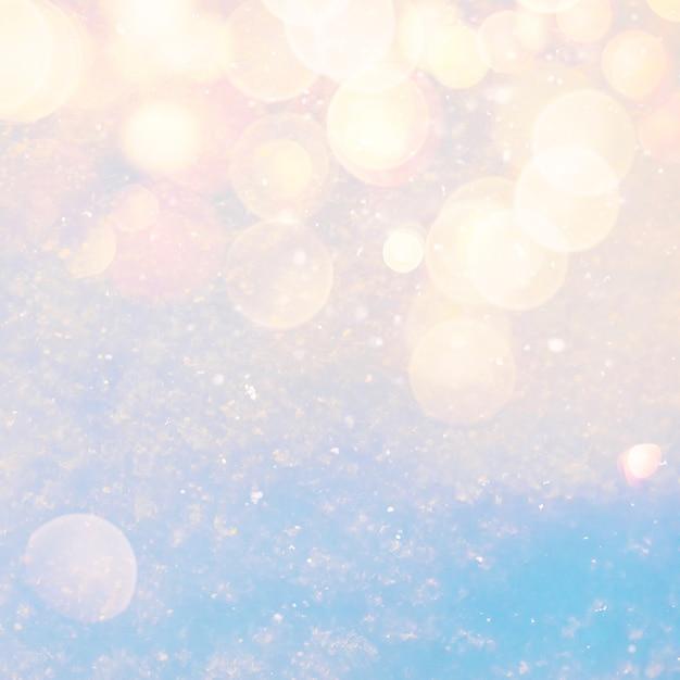 Zimy Tekstury Pogodny śnieżny Tło Z Ciepłym Obiektywu Racy Bokeh światłami Premium Zdjęcia
