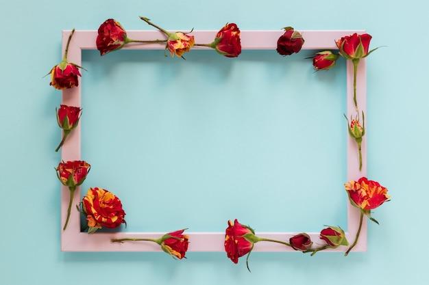 Złote I Czerwone Kwiaty Z Różową Ramką Darmowe Zdjęcia
