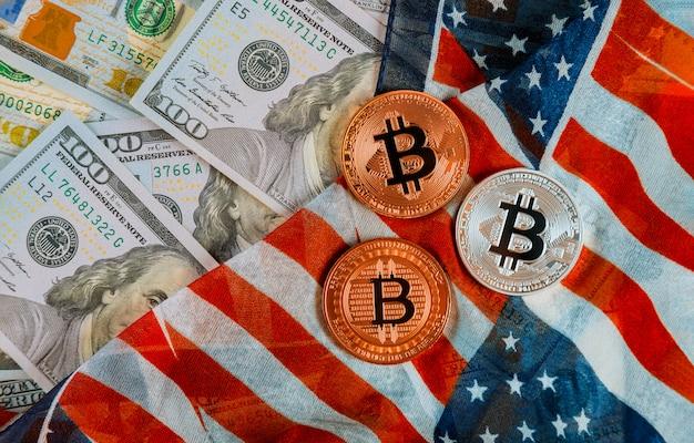 Złoty bitcoin na cyfrowej walucie dolarów amerykańskich z flagą usa Premium Zdjęcia
