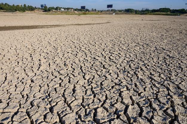 Zmiany Klimatu I Susze, Kryzys Wodny I Globalne Ocieplenie Premium Zdjęcia
