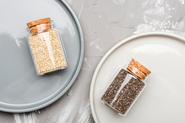 Zmiażdżone Nasiona W Małych Szklanych Słoikach żywności Ekologicznej Darmowe Zdjęcia