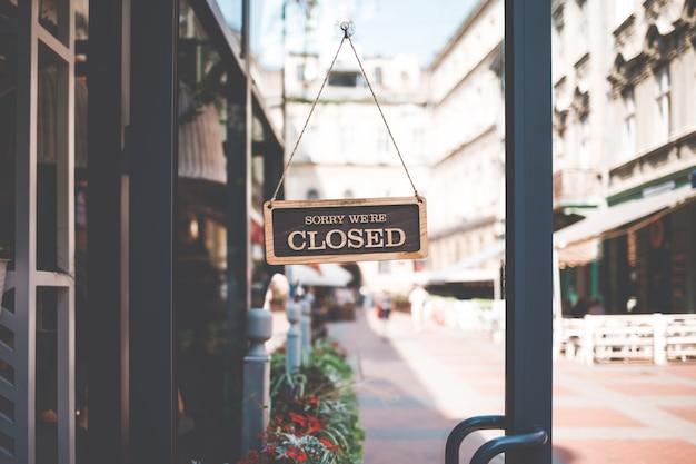 Znak Jesteśmy Zamknięci Na Drzwiach Restauracji Premium Zdjęcia