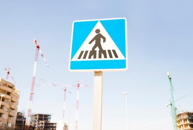 Znak ostrzegawczy dla pieszych na placu budowy Darmowe Zdjęcia