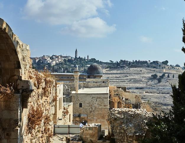 Zobacz meczet onl-aqsa ze starożytnego muru miejskiego Premium Zdjęcia
