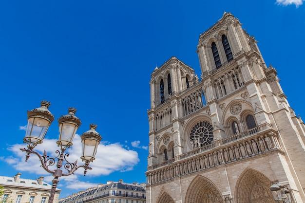 Zobacz w cathedrale notre dame de paris Premium Zdjęcia
