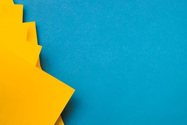 Żółte Craftpapers Na Niebieskim Tle Darmowe Zdjęcia