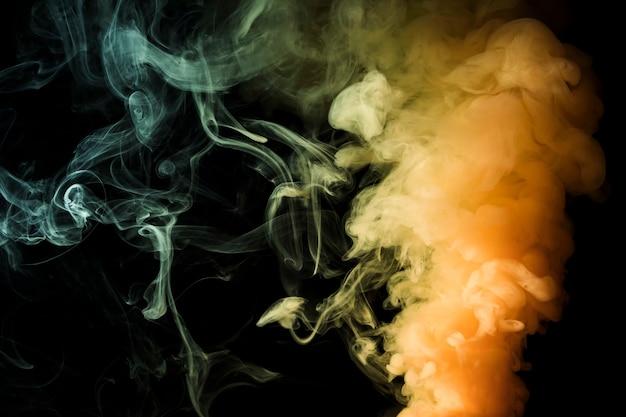 Żółty Gęsty Opar Dymu Streszczenie Czarne Tło Darmowe Zdjęcia