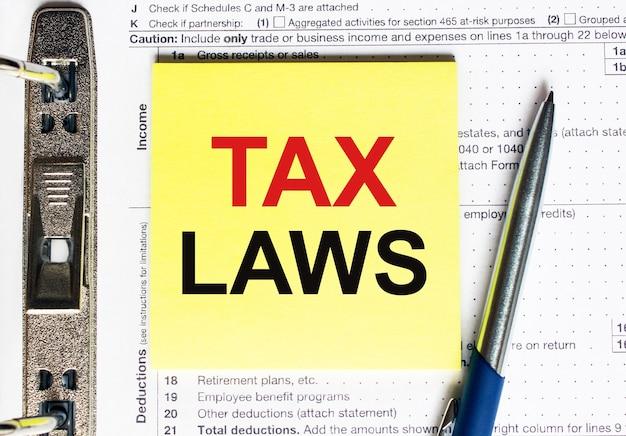 Żółty Papier Z Tekstem Prawa Podatkowe, Pojęcie Premium Zdjęcia