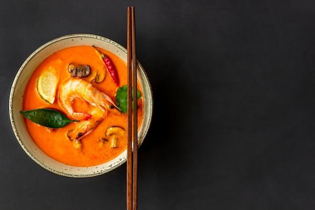 Zupa Tom Yum. Kuchnia Tajska. Zdrowe Odżywianie. Przepisy Premium Zdjęcia